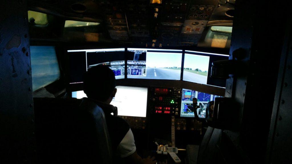 ruang-cockpit-boeing-727-200-taman-wisata-matahari